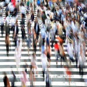 【都会に疲れた】人混みの多さがツライは脳がストレスを感じるから!